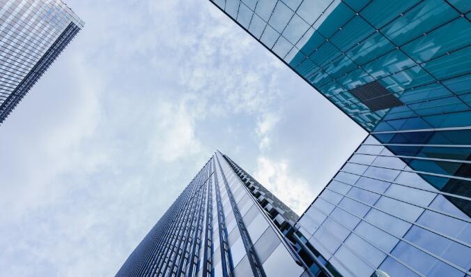 企业办理房地产开发资质延期需要注意哪些事项?