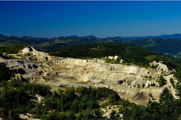 办理矿山工程资质升级对企业的工程业绩有哪些要求?